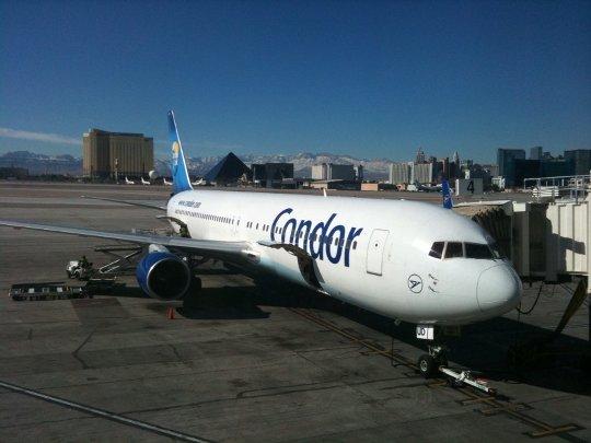 Ankunft mit Condor in Las Vegas (im Hintergrund Hotels am Strip)