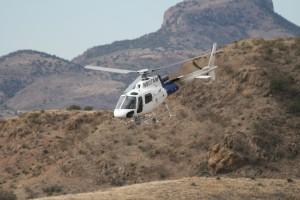 Border Patrol Helikopter in den Bergen nahe der mexikanischen Grenze