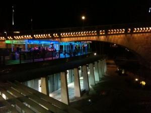 die Outside Hotelbar - heute bis 2 Uhr nachts geöffnet - hoffen wir mal, dass wir schlafen können....