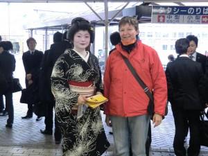 Begrüßung am Bahnhof mit Geisha